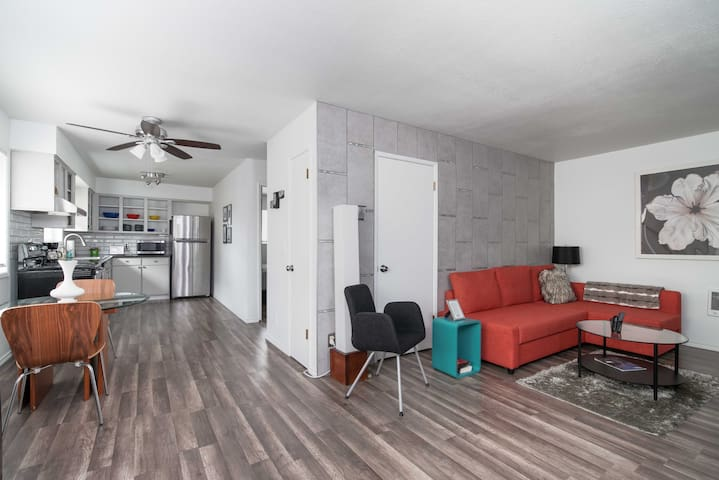 Experience the popular SE Belmont neighborhood vibe and live like a local in this Modern Flat close to dining, shopping & entertainment. Make this your home away from home. Managed by Invest Real Estate & Property Management  #InvestREPM #bookdirect