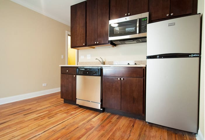 Sublet Studio Apt -Summer in Chicago - 6/01 - 8/15 - Chicago - Chambre d'hôtes