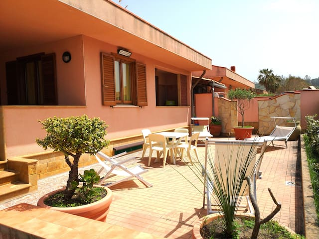 VILLA WITH GARDEN AND VERANDA 50 METERS FROM SEA