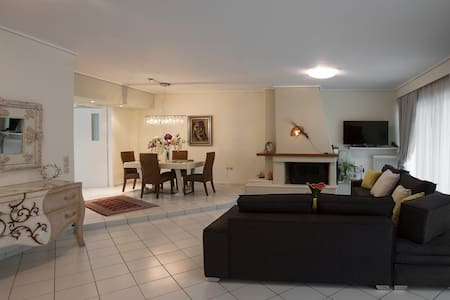 Stylish 2 bedroom apartment near Acropolis - Agios Dimitrios - Wohnung