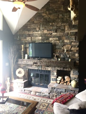 Rustic Retreat - Ellicottville