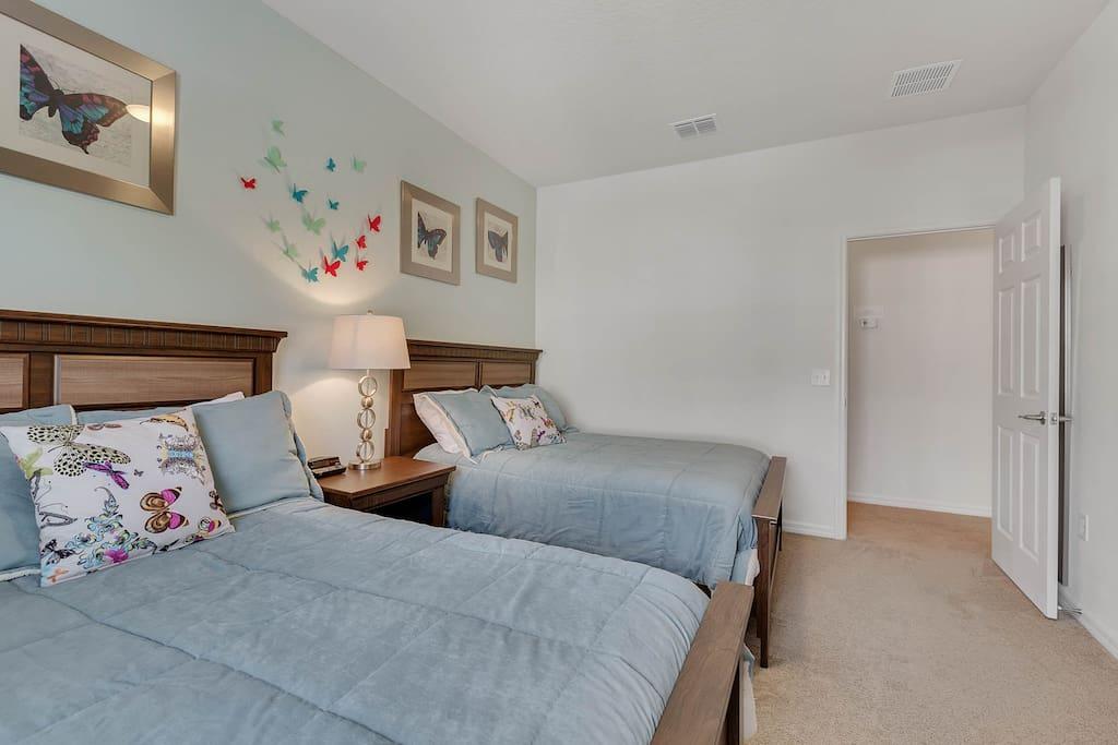 Bedroom 2: Upper Level
