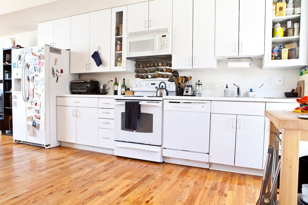 Chef-ready kitchen w/ magnetic spice rack.