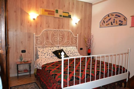Mini-apartment near Verona - Caldiero - 家庭式旅館