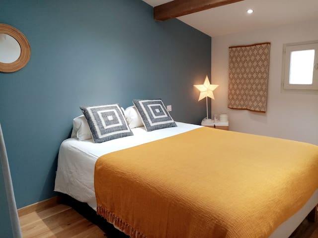 chambre à l'étage, lit double 140x190