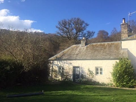 Dunkeld. Cosy S/c cottage apartment. Dog welcome!