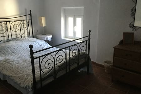 Double room with breakfast in spacious house - Colomera - Bed & Breakfast