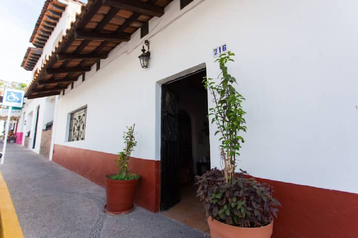 Casa Nina, Charming Mexican House; Sleeps 5 People
