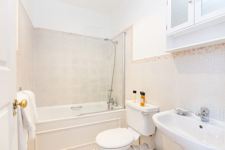 Two Bedroom flat 5 mins from Paddinton Station