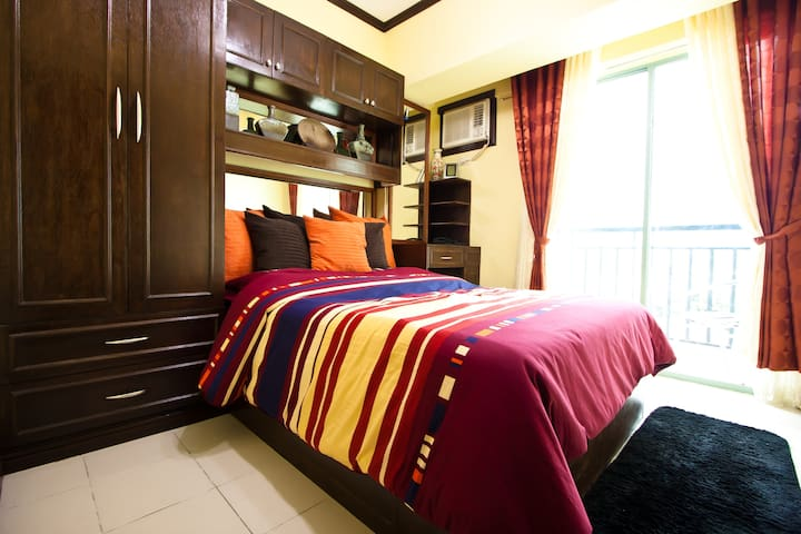 Condo Royal Palm Villa in Las Pinas - Las Piñas
