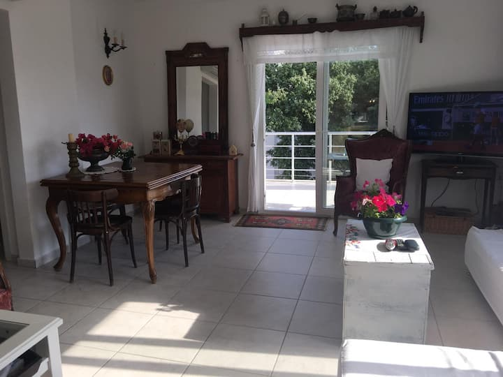 1 Bedroom Flat with Swimming Pool & Large Balcony