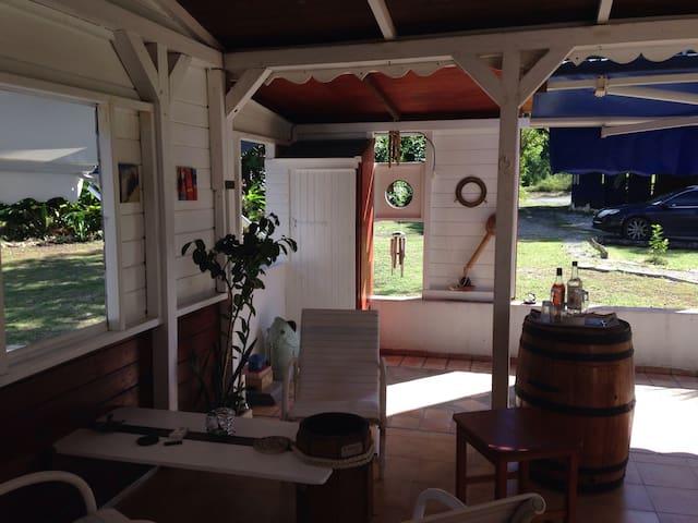 maison créole à la campagne - Grand-Bourg
