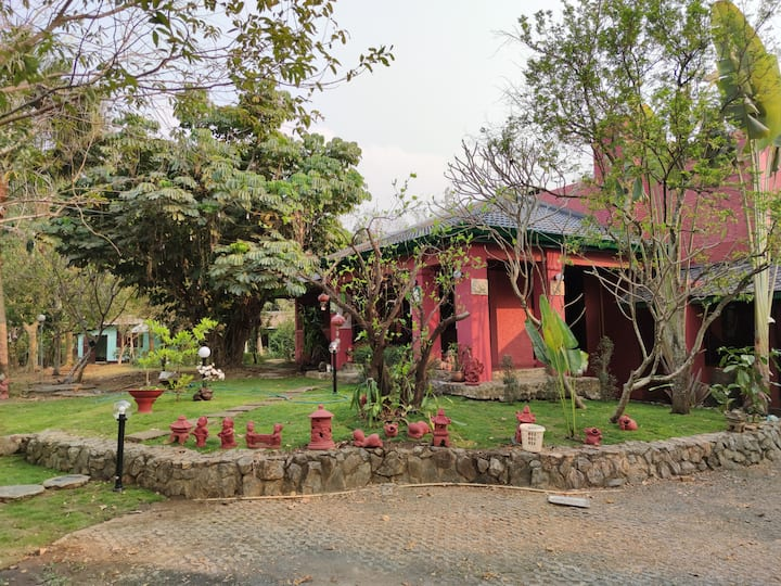 Garden House Stay With Big  pond in San Kamphaeng