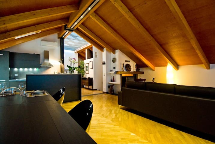 Luxury attic in a private villa  - Cusano Milanino - Dům