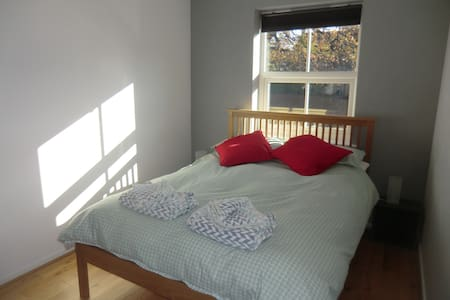 Room in Frome - Comfy Double Bedroom