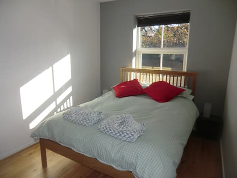 Room in Frome - Comfy  Bedroom  - no cleaning fee