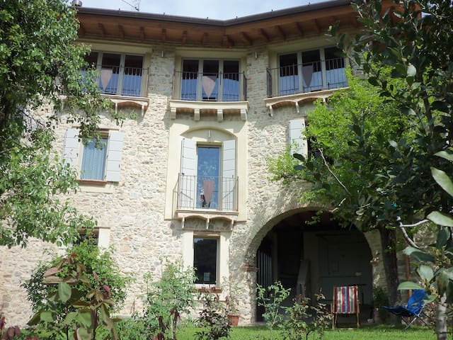 "B&B ""LOCUS AMOENUS"" - Lake Garda - Pompegnino - Bed & Breakfast"