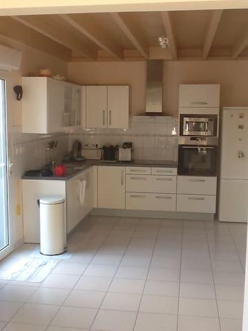 Grand duplex de charme dans longère - Locqueltas - Apartment