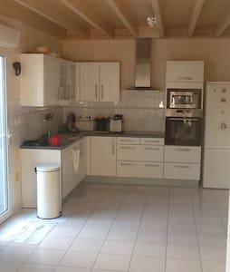 Grand duplex de charme dans longère - Locqueltas - Lägenhet