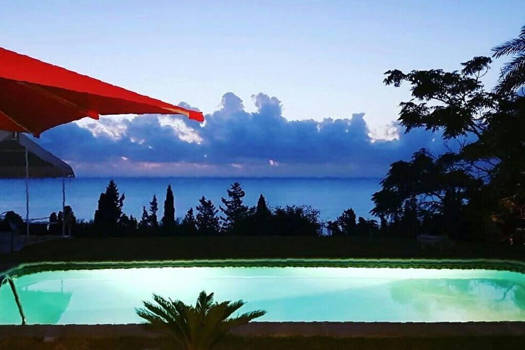 Studio piscine vue sur mer tunis chambres d 39 h tes for Salon 9 places tunisie