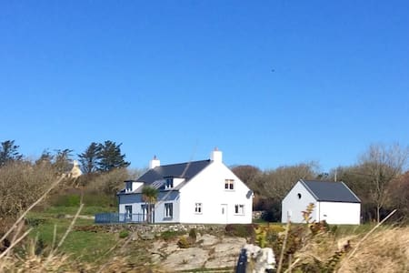 Schull, Wild Atlantic Way. Private, en-suite room.