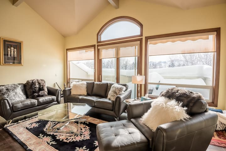 Beautiful Townhome Close to Ski Lifts with Year-round Pool  | 3 Bedroom, 4.5 Bathroom