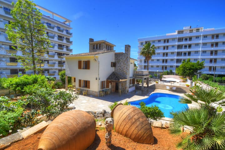 Villa Maravillas next to the beach with private pool and BBQ