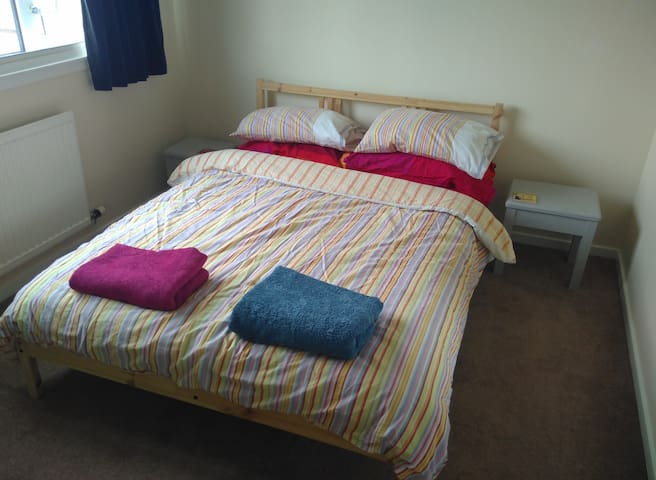 Comfortable room in Leuchars (for St Andrews)