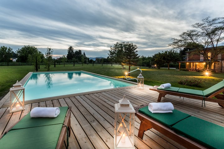 A Romantic Farmhouse with Pool in 10 mins walk away from the Walls of Lucca