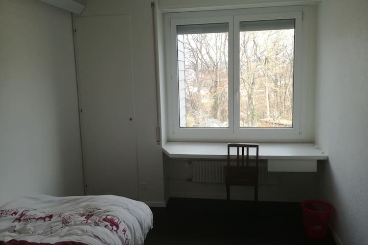 Room in shared flat in Fribourg station