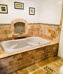 Disinfected 2 Bed 1.5 BA With JACUZZI. near DT