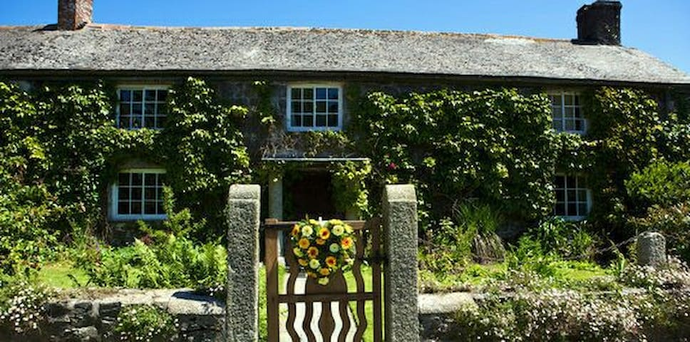Traditional farmhouse, working farm - Helston  - Hus