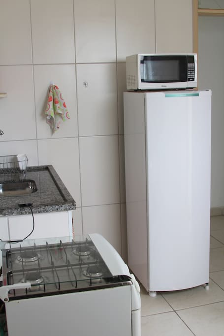 Use this equipped kitchen to prepare the most popular brazilian food: rice, beans, meat and potatoes.