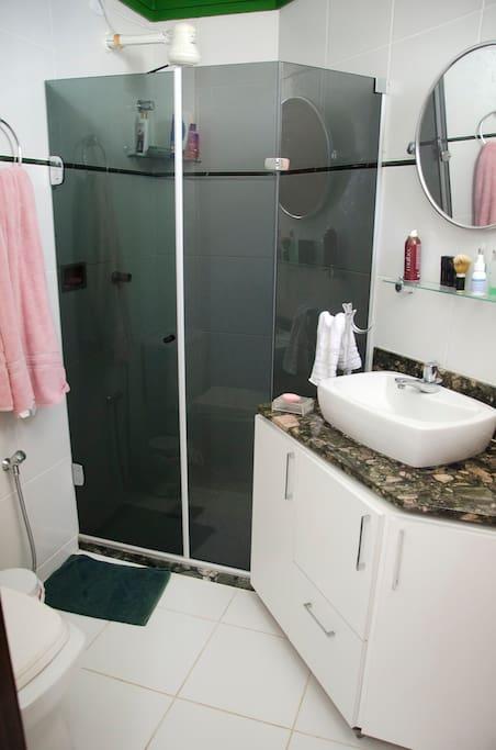 Banheiro Suíte (Bathroom)