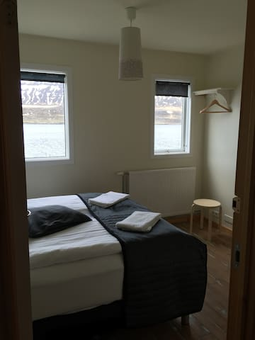 Double room with private bathroom - Seyðisfjörður - Apartment