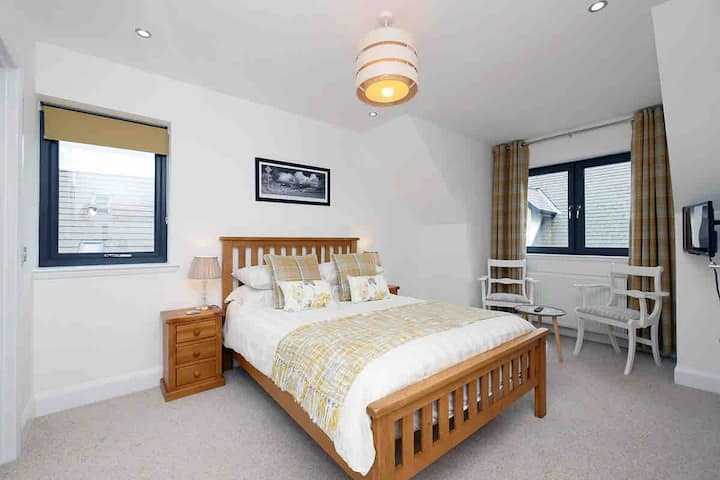Skye Room at Pinewood Cottage Inverness