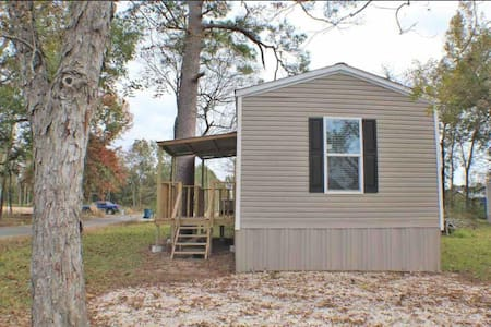 3 Bedroom/2 Bath Unfurnished Mobile Home