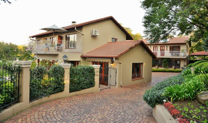 Bellgrove Guest House Sandton