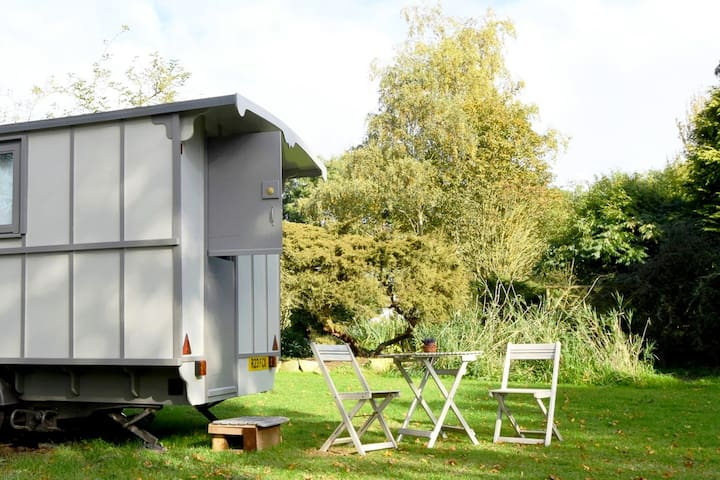 Romany Style Cararvan in Tranquil Setting - Retford - Other