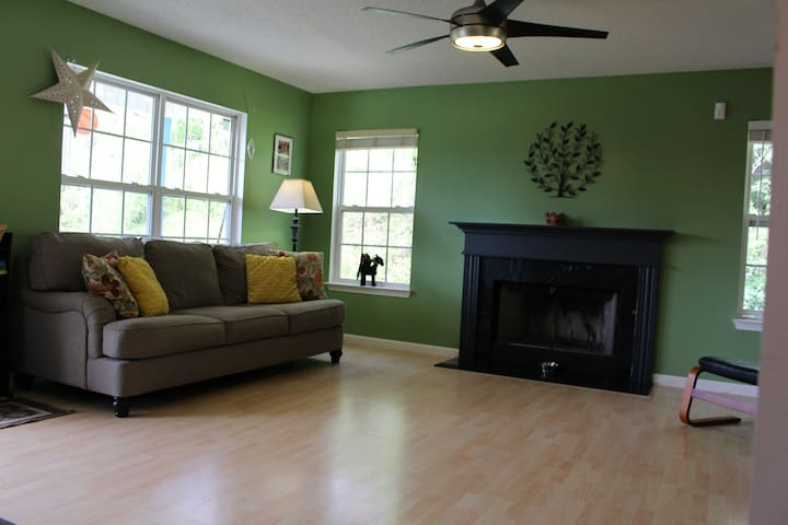 Pet and Family Friendly Valley West Asheville - Asheville - Casa