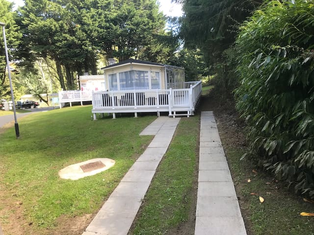 Modern 3 Bedroom Caravan, Shanklin Sleeps 6-8