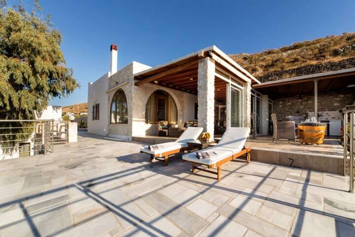Elegant Villa in Paros with Veranda and Balcony