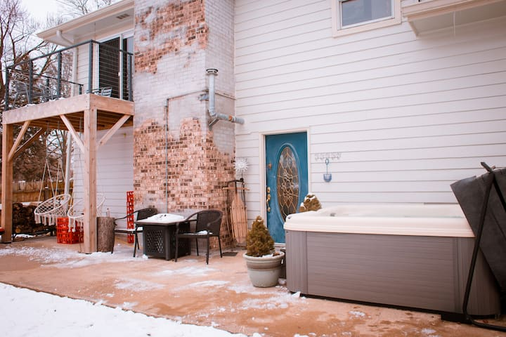 ♥The Łazy Łoft- Hot Tub Soak(s) +Private☼Balcony