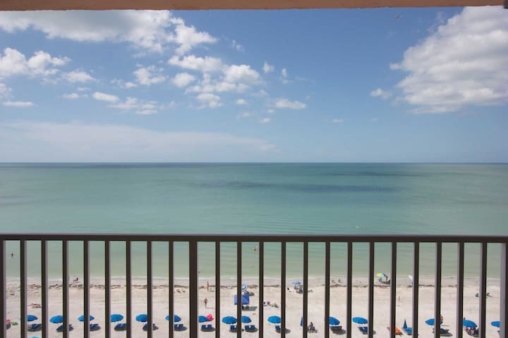 Stunning Beachfront, Contemporary decor, Free Wi-Fi & Cable, W/D, Pool, Hot Tub-2904 Sandcastle II