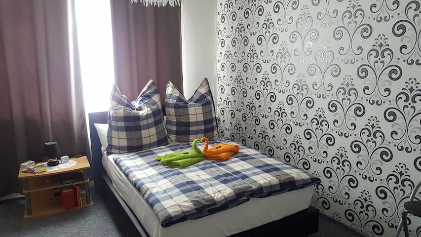 Big double bed Room at just 100m of Alexanderplatz