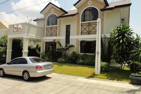 New Vacation Villa near Tagaytay - Silang