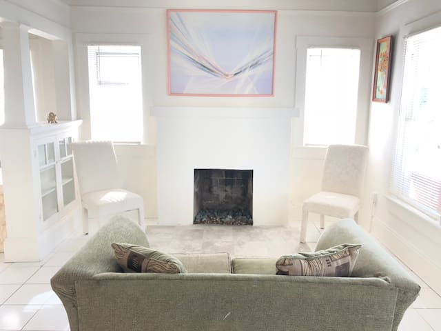 SHARED ROOM, LOW BUDGET, WYNWOOD, CENTRAL!