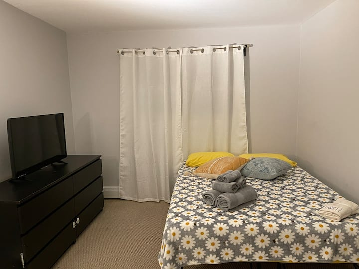 Private Comfortable Room 20 minutes to NYC