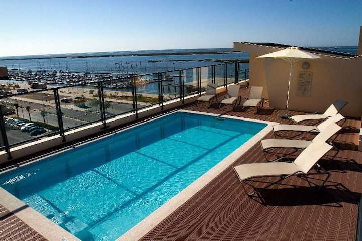 Luxury furnished apartment with Seaview and pool