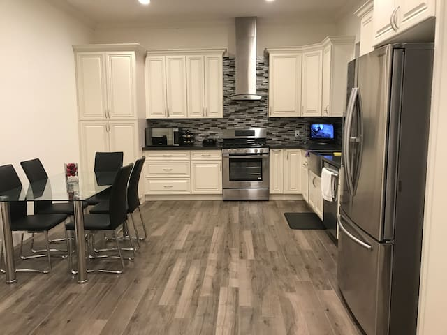 Luxury Newly Built 3BR-Excellent Value & Location!